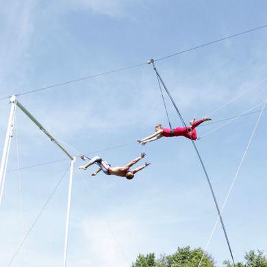 Шоу студентов школы воздушной гимнастики