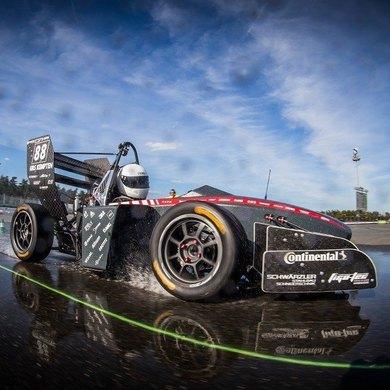 Фестиваль «Формула Студент» на Пушкинской набережной: гонки на болидах, мотофристайл и дрифт-такси