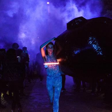 Московская международная биеннале современного искусства: 15-метровая надувная гусеница «проползет» по Крымской набережной