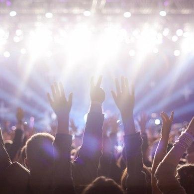 На закрытии фестиваля «90 ЛЕТ ПАРКУ ГОРЬКОГО» выступят Луна и Neneh Cherry