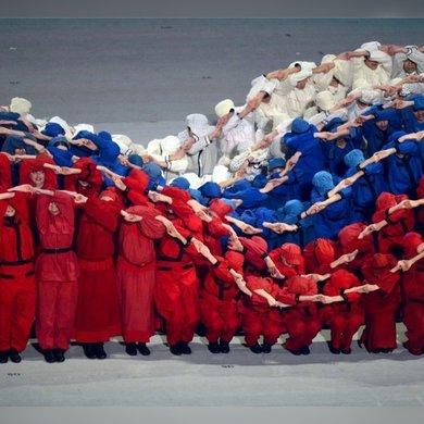 Танцевальный флешмоб в День флага в парке Музеон