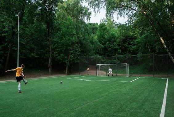 Футбольное поле в Нескучном саду