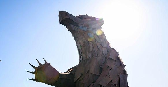 Медведь скульптора Габора Миклоша Сёке