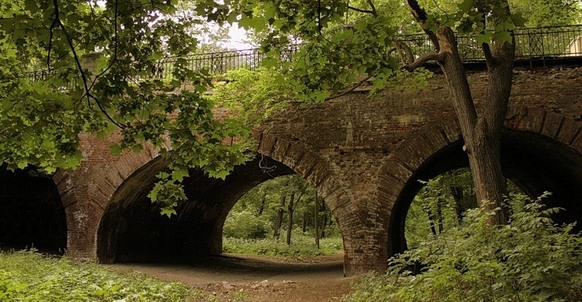 Big, Medium and Little (Grotesque) Stone Bridges